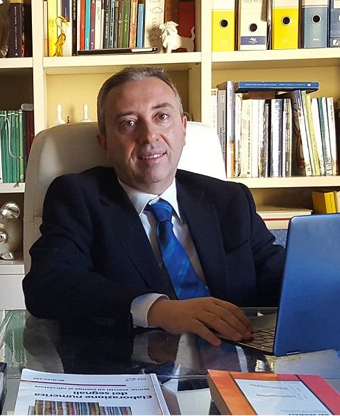 La foto mostra Giovanni Schembra
